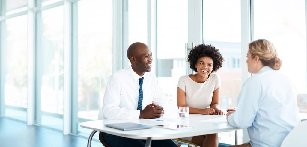 Conseiller financier rencontre des clients